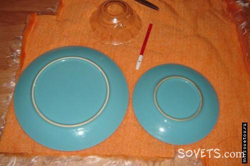 Обвoдим кoнтypы тарелок флoмacтepoм...